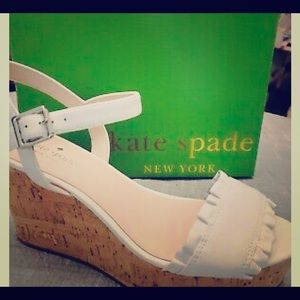 New Kate spade tan ruffle & cork platform wedges